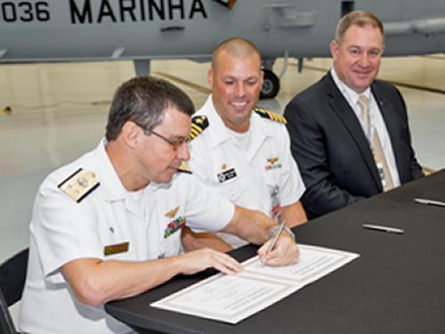 Assinatura da transferência das aeronaves para a Marinha do Brasil