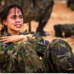 O desafio de ser uma mulher paraquedista da Força Aérea Brasileira