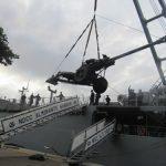 Artilharia realiza adestramento de embarque no NDCC Almirante Sabóia