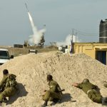Sistema de defesa antimíssil Iron Dome intercepta foguete lançado da Faixa de Gaza