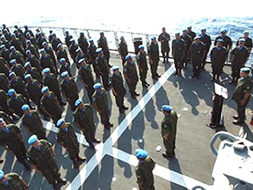 """Tripulação-da-Fragata-""""União""""-formada-para-entrega-da-Medalha"""