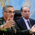 Comandante do Exército vê risco de crise social no país