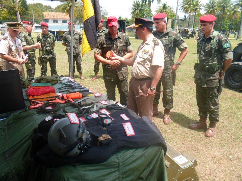 Centro de Instrução Pára-Quedista recebe a visita de comitiva do Exército da Argentina13