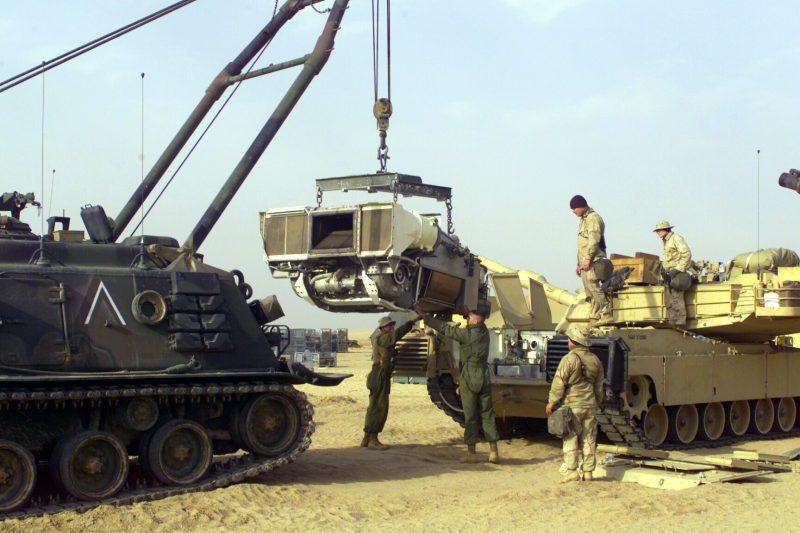 M88_pulling_M1_engine