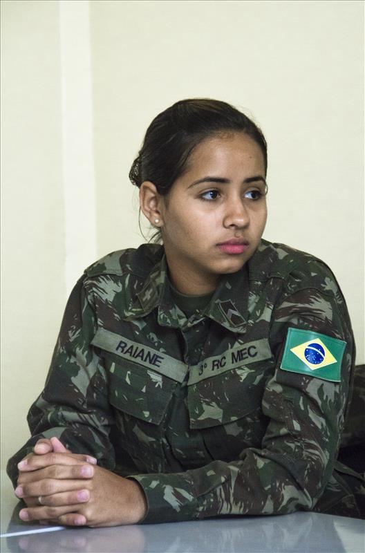 Mulher oficial do exercito fazendo boquete no civil brazilxporncom - 5 5