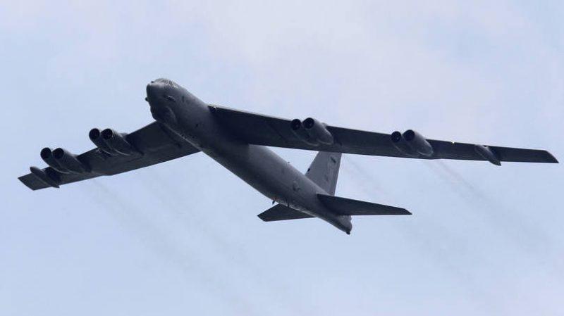 Avião militar americano o exército chinês fez contato por rádio com os bombardeiros e lhes solicitou que se afastassem das ilhas