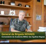 Comandante da AMAN fala aos cadetes e alunos que integram a Manobra Escolar 2015