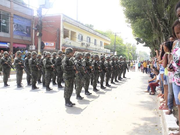 Militares fizeram desfile para a população da cidade