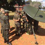 1º GDAAE recebe instrução sobre Guerra Eletrônica no CCOMGEX
