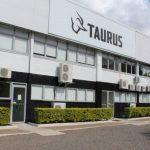 Deputados da Frente Parlamentar Armamentista visitam fábrica da Taurus