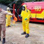 2° Batalhão de Operações Ribeirinhas descontamina ambulância do Corpo de Bombeiros em Belém