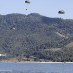 Força Tarefa Biguá realiza instrução de salto em massa d'água na ZL Sahy